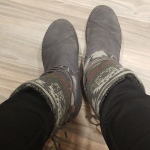 Women's Size 8 Suede Tom's Boots